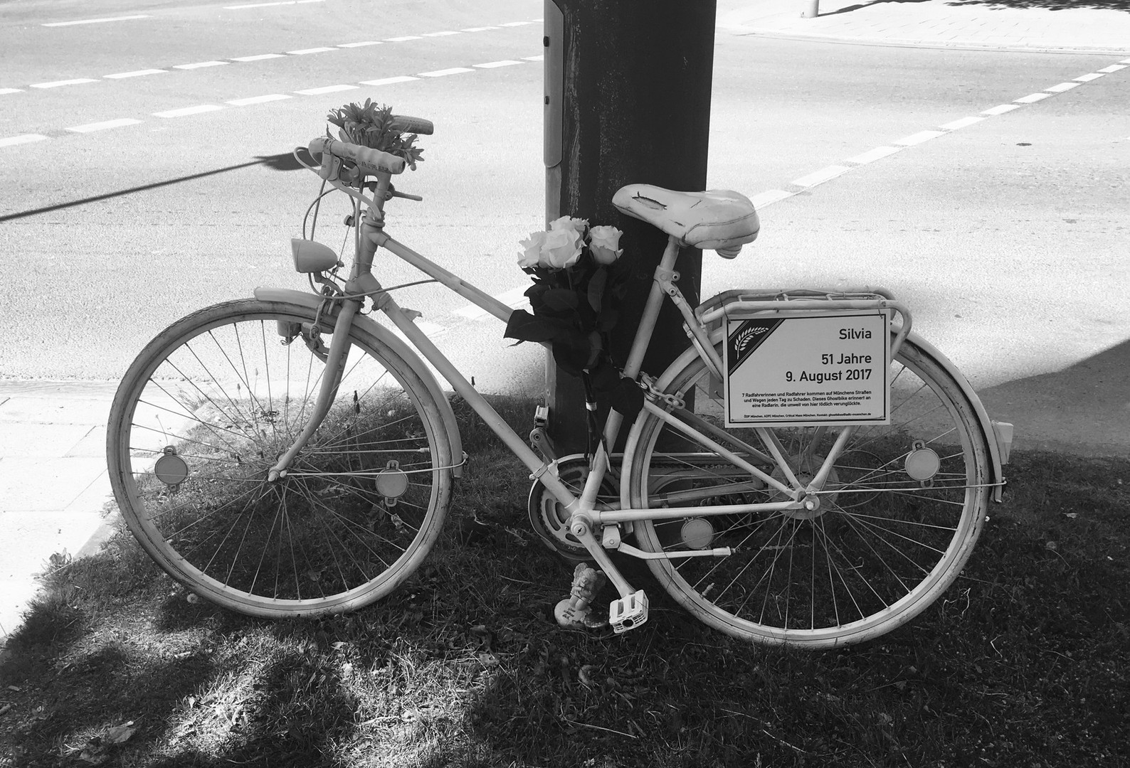 Adfc Munchen Ride Of Silence Am 15 Mai Demo Fur Mehr Verkehrssicherheit Auf Dem Rad