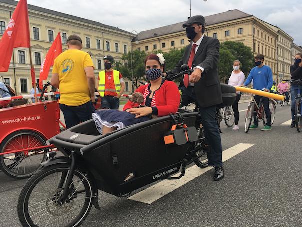 Adfc Munchen 4000 Teilnehmer Innen Bei Der Altstadt Radlring Demo